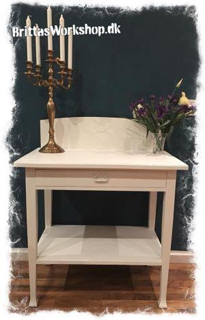 Hvide møbler med kalkmaling - Hvornår skal du spærregrunde.